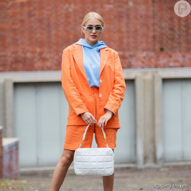 Invista na combinação azul com laranja!