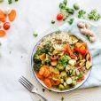 Não deixe de consumir peixes, abacate e frutas ricas em vitamina C, como morango e caju