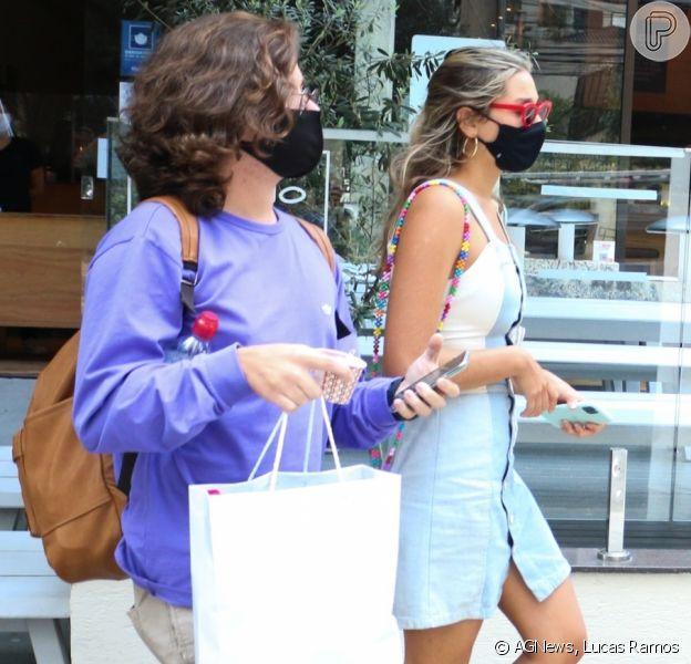 Sasha Meneghel é clicada com o namorado, João Figueiredo, em São Paulo, nesta quarta-feira, 14 de outubro de 2020
