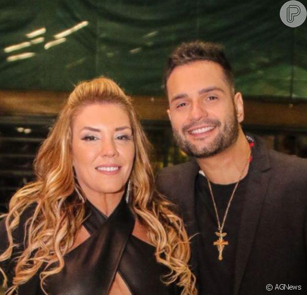 Simony e o cantor Felipe Rodriguez estão noivos após 5 meses de relação
