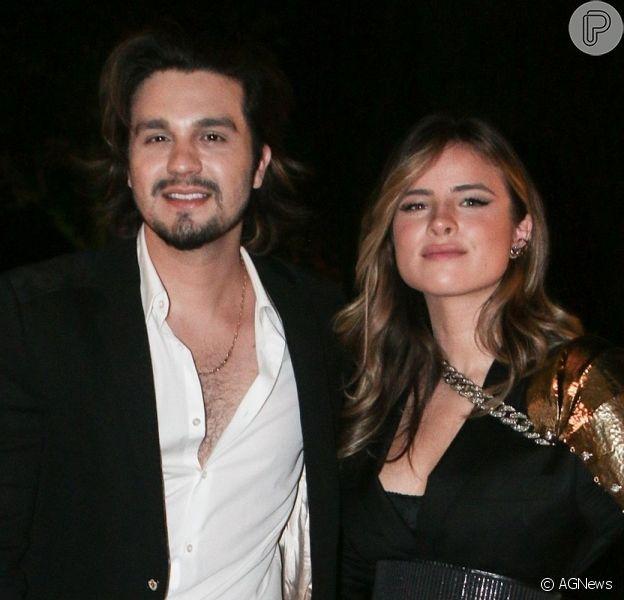 Luan Santana e Giulia Be participaram juntos do 'Altas Horas' neste sábado, 24 de outubro de 2020, e agitaram a web