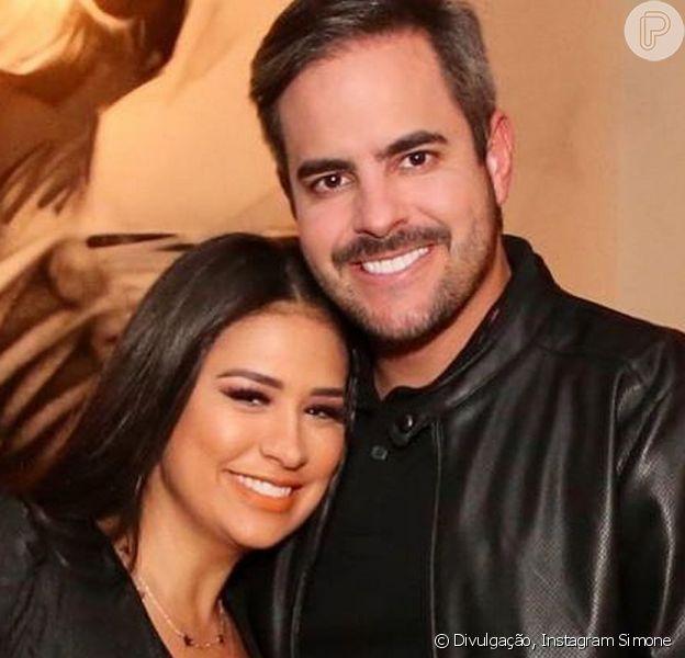 Simone e Kaká Diniz responderam perguntas sobre relacionamentos na rede social da cantora