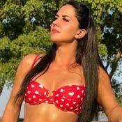 Graciele Lacerda faz foto com biquíni sem alça e manda recado: 'Leveza na alma'