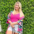 Marília Mendonça combinou shorte jeans, kimono e blusa rosa em look anterior
