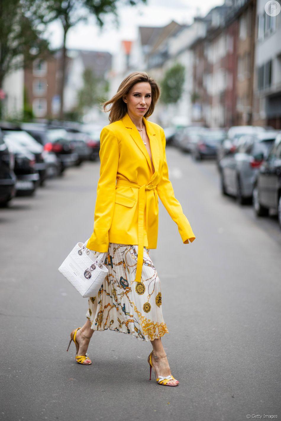 Invista em roupas com o tom de amarelo trend