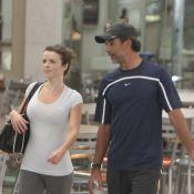 Marcos Pasquim é visto com a namorada na saída da academia, no Rio