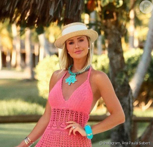 Ana Paula Siebert apostou em vestido de crochê feito a mão em viagem de férias com a família por Trancoso, na Bahia