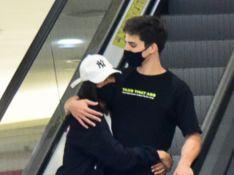Flay exibe novo visual durante passeio em shopping com o namorado, Pedro Maia. Fotos!