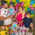 Filha de Zé Neto e Natália Toscano ganhou festa com tema de pool party