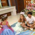 Patricia Abravanel e o marido, Fábio Faria, presentearam a filha, Jane, 3 anos, com festa cujo tema foi princesas