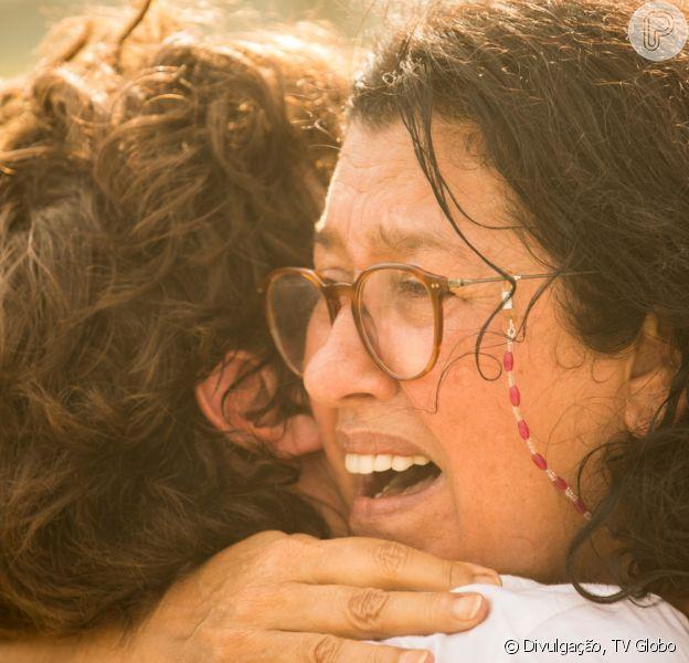 Últimos capítulos da novela 'Amor de Mãe': Lurdes (Regina Casé) revela à família ser mãe de Danilo (Chay Suede): 'Filho que estou procurando há tantos anos'