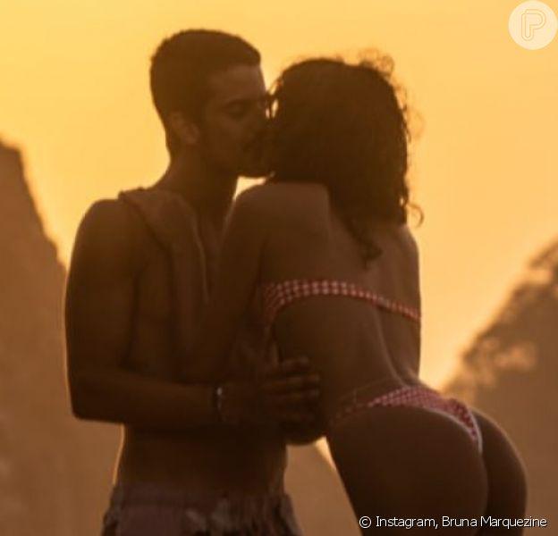 Bruna Marquezine e Enzo Celulari abraçados em nova foto de casal. Confira!