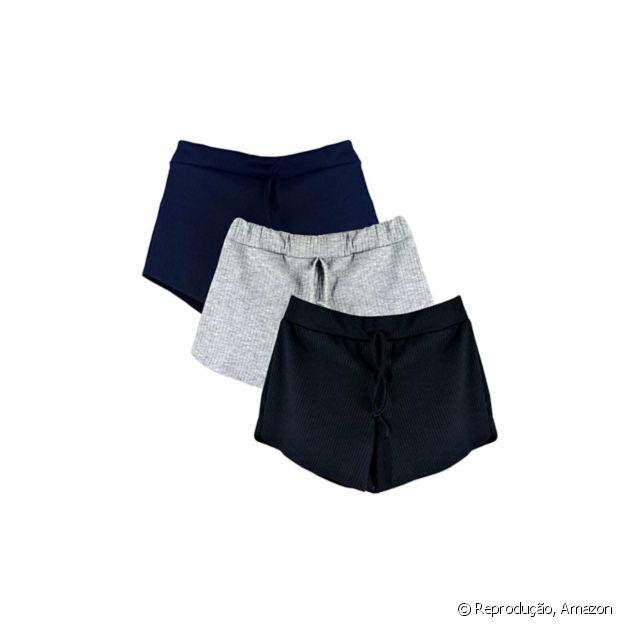 O kit com 3 shorts canelado está à venda na Amazon