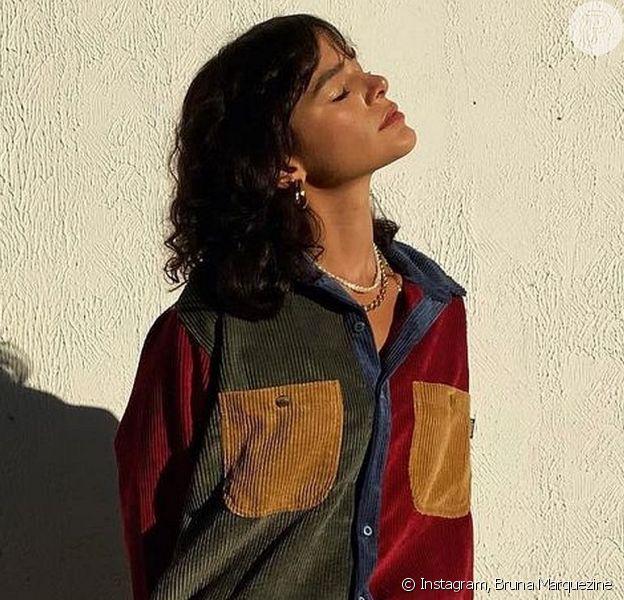 Bruna Marquezine apareceu de franja assimétrica em uma campanha de moda