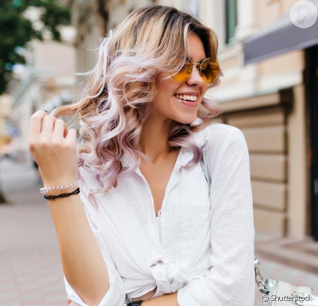 Cuidados com os cabelos loiros: dicas e produtos