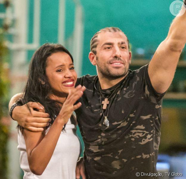 Kaysar Dadour e Gleici Damasceno estão vivendo clima de romance após o fim das gravações de 'No Limite 5'