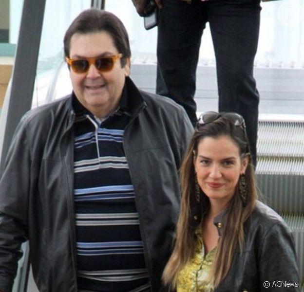 Fausto Silva surge sorridente no aniversário da mulher em 1ª foto após deixar Globo. Veja!