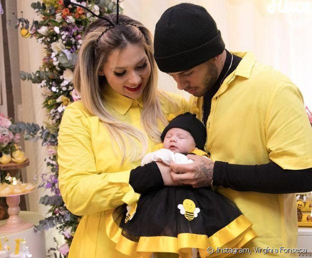 Virgínia Fonseca fantasiada de abelha com Zé Felipe e a filha Maria Alice
