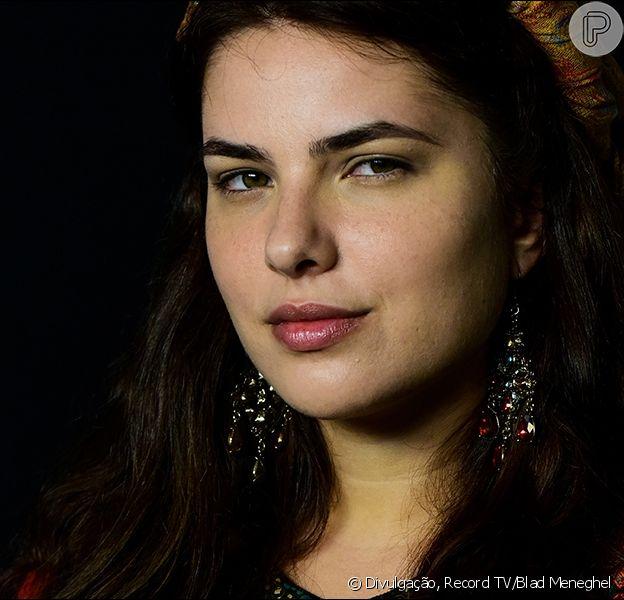 Novela 'Gênesis': Raquel (Thais Melchior) age com interesse ao conhecer Jacó (Miguel Coelho), seu primo
