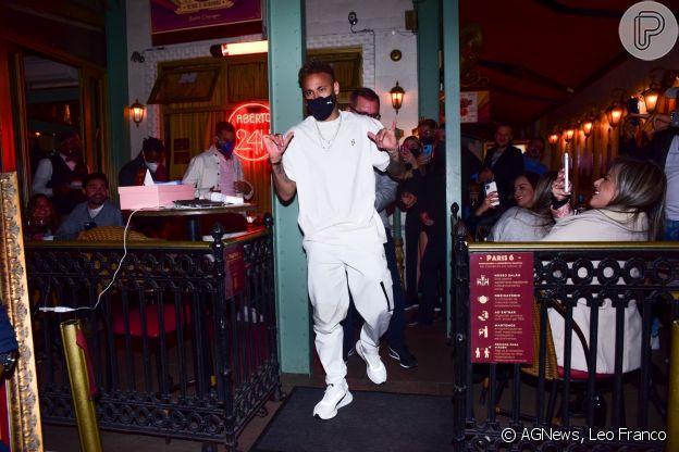 Neymar já havia gerado críticas ao jantar com famosos em restaurante em São Paulo