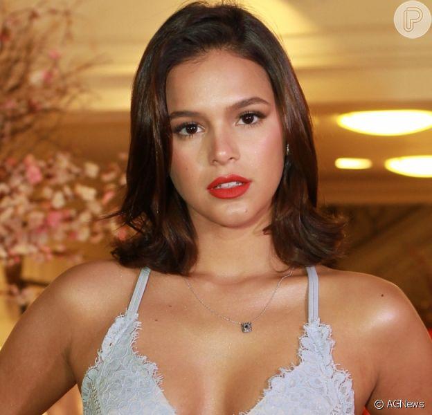 Bruna Marquezine reage a comentários machistas sobre vida amorosa em coluna de jornal de Aracaju
