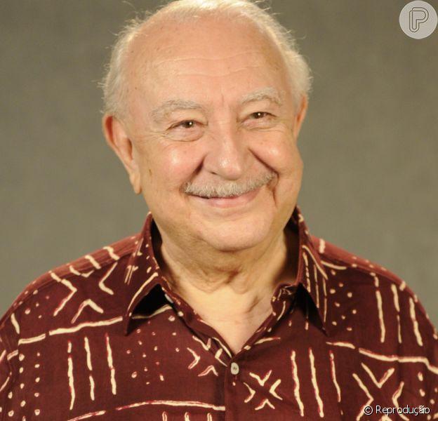 Sérgio Mamberti, de 82 anos, está intubado por pneumonia e disfunção renal. 'Quadro delicado'