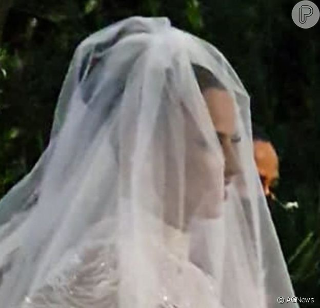 Vestido de casamento de Viviane Araujo foi avaliado em R$ 80 mil