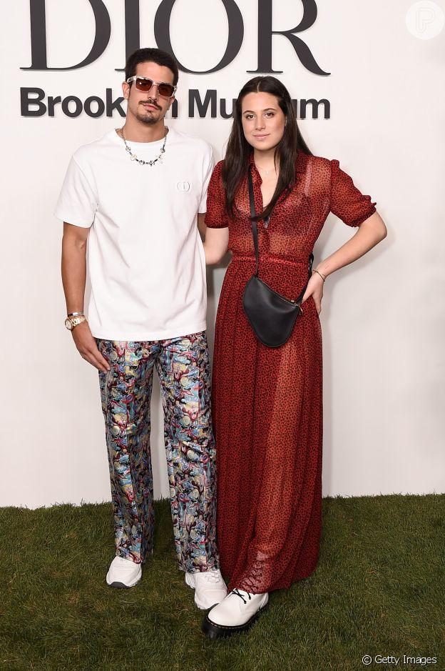Sophia Raia posa de vestido transparente ao lado do irmão, Enzo Celulari, em evento da Dior