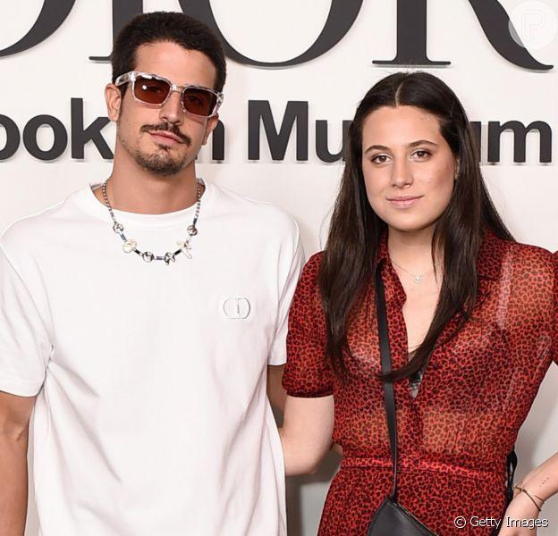 Sophia Raia rouba a cena ao posar de vestiddo transaparente em evento da Dior, em Nova York