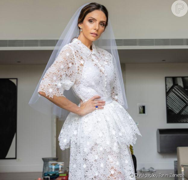 Carol Celico usou vestido assinado por Paula Raia em casamento com empresário
