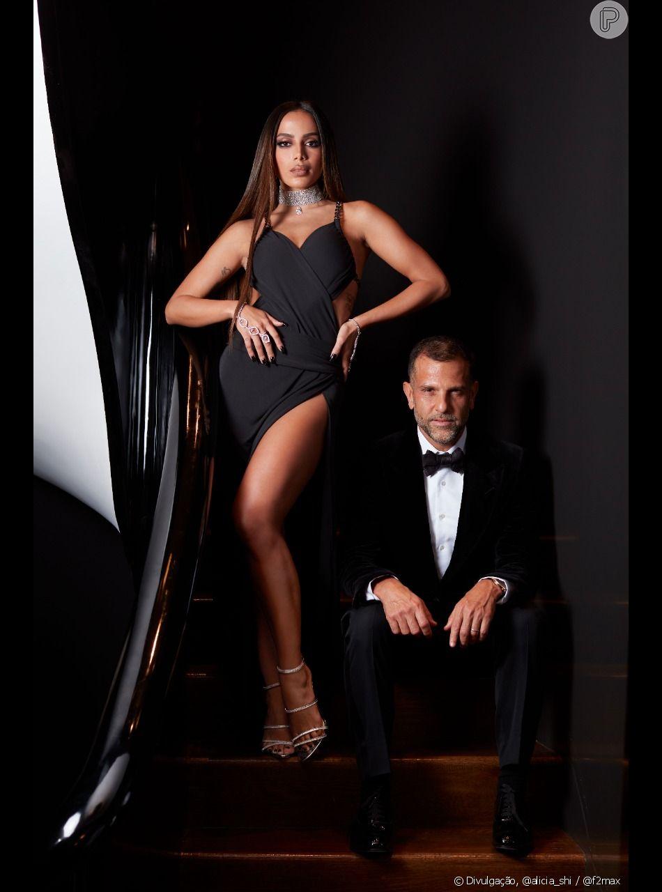 """Além do vestido icônico, a cantora usou a sandália Alexandre Birman """"Lacy Zircone"""", cravejada em delicadas zircônias"""