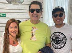 Fausto Silva encontra Gabi Martins e Tierry em Dubai e é tietado por casal de cantores
