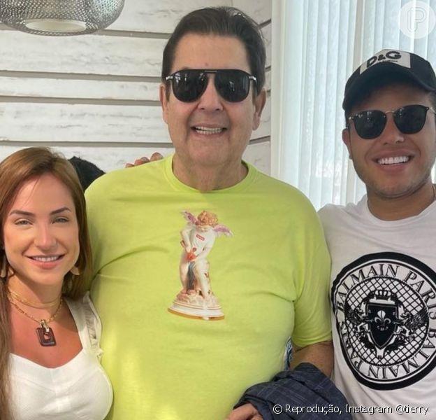 Tierry e a namorada, Gabi Martins, encontraram Fausto Silva em Dubai