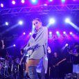 Anitta é fã de looks jeans há anos: em 2017, ela havia usado a bota do tecido em show no Rio