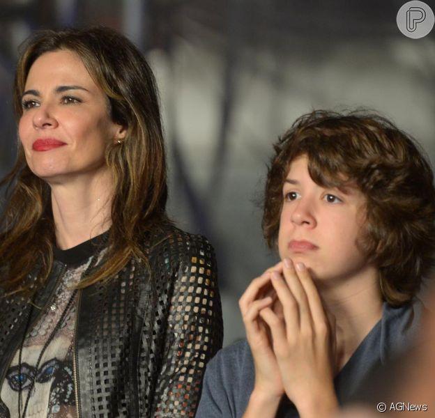 Luciana Gimenez leva o filho Lucas Jagger ao show de Paul McCartney no estádio Allianz Parque, em São Paulo, em 26 de novembro de 2014