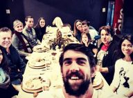 Michael Phelps deixa clínica de reabilitação e curte jantar ao lado da família