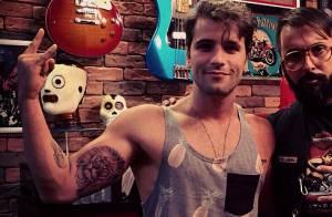 Bruno Gagliasso, de 'Dupla Identidade', tatua leão no braço: 'Rabiscando'