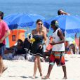 Fernanda Lima curte praia no Rio e exibe tatuagem, na tarde deste sábado, 6 de dezembro de 2014