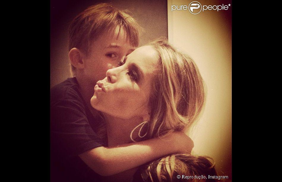 Noah, filho mais velho de Danielle Winits, está completando 7 anos nesta sexta-feira, 19 de dezembro de 2014