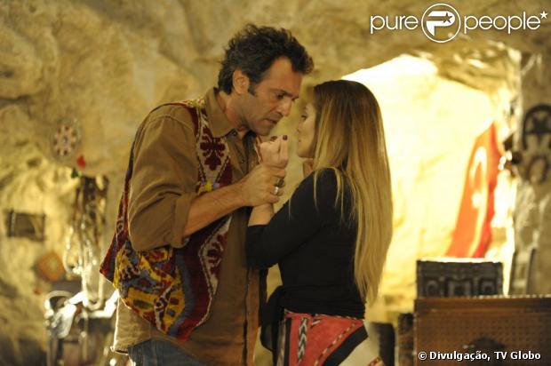 Bianca (Cleo Pires) se declara a Zyah (Domingos Montagner) no capítulo de 'Salve Jorge' que vai ao ar em 21 de março de 2013