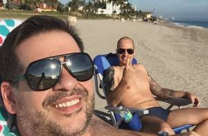 Leandro Hassum viaja de férias e faz stand up paddle após cirurgia: 'Deu certo'