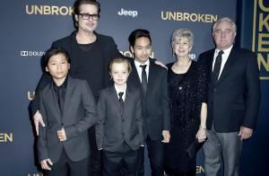 Brad Pitt vai com três filhos e os pais à première do filme 'Unbroken' nos EUA