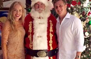 Angélica e Luciano Huck posam com Papai Noel no Natal: 'Noite de celebrar amor'
