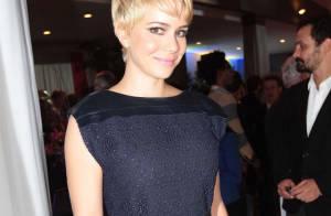 Leandra Leal desfila cabelo curto em festa da Globo: 'Ainda não me acostumei'