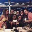 Cris Vianna posa com maquiadores nos bastidores da gravação de 'Império'