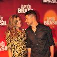 Também grávida, Grazi Massafera acompanhou Cauã Reymond na festa de lançamento da novela 'Avenida Brasil'