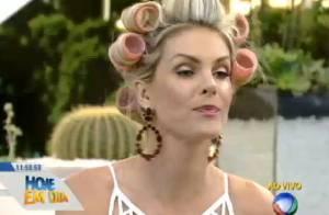 Ana Hickmann dá dicas de cabelo e usa bobes para apresentar o 'Hoje em Dia'