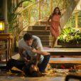 Ester (Grazi Massafera) desce as escadas e vê Cassiano (Henri Castelli) agredindo Alberto (Igor Rikli), em 'Flor do Caribe'