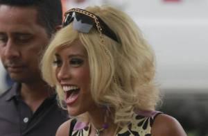 Taís Araújo grava cenas da série 'O Dentista Mascarado' com peruca loira