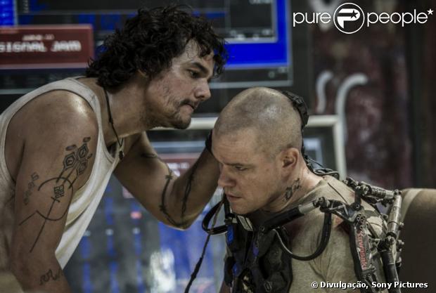 Wagner Moura e Matt Damon durante cena de 'Elysium', o longa será lançado em 20 de setembro
